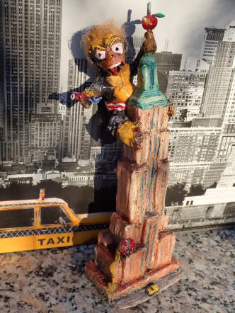 Homer Simpson, King Kong, Empire State Building, Duff Beer, New York Taxi, Aeroplane, Star sprangled Banner, Big Apple, Blue, Red